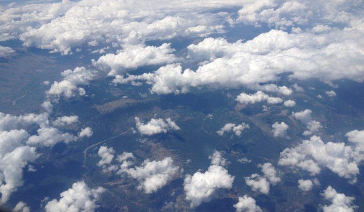 deasupra norilor